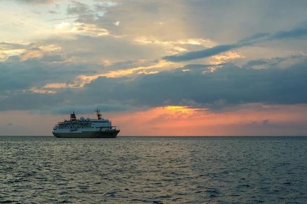 KM. Bukit Raya milik PT. Pelni merupakan salah satu transportasi laut andalan masyarakat Pulau Jemaja dan Kepulauan Anambas sejak 1993.