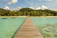 Pantai Kusik terletak di sudut Pulau Jemaja, tepatnya di Desa Rewak. Dengan pasir putih dan air yang sangat bening sungguh memanjakan mata dan instagrammable.