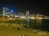 Pantai Haeunde di malam hari