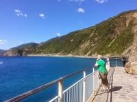 Banyak turis asing maupun lokal yang mendatangi Cinque terre di musim panas