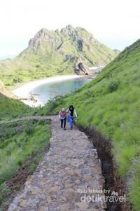 Salah satu spot trekking di Pulau Padar, Labuan Bajo