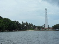 Mercusuar di Pulau Lengkuas yang menjadi ikon Pulau Belitung berdiri tegap tak tertandingi.