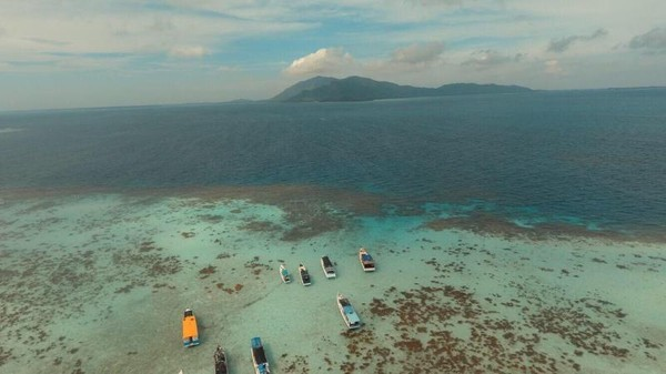 Pemandangan Pulau Cemara Kecil dari atas
