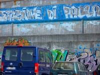 Grafiti di stasiun Paola