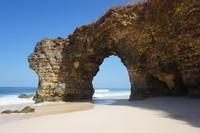 Tidak setiap waktu pengunjung dapat mengunjungi pantai ini karena saat air pasang kita tidak dapat turun ke pantai