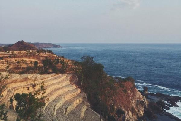 Pemandangan Pantai Siung dari atas Bukit Pengilon