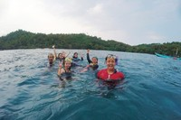 Snorkeling di tengah laut menjadi daya tarik Pantai Wediombo
