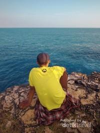 Menikmati indahnya panorama laut selatan dari Pantai Ngeden