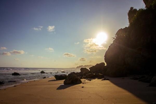 Menjelang sore di Pantai Buyutan