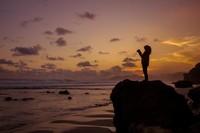 Senja romantis di pantai