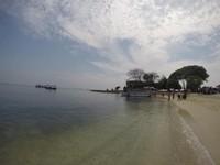 Pulau yang bisa kamu kunjungi adalah Kelor. Pulau ini punya pantai cantik berpasir putih