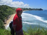 Bukit Di Atas Pantai Nampu