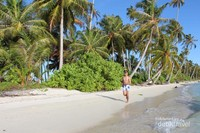 Menikmati pulau Asok