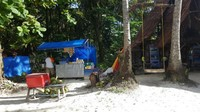 Salah satu pondok makanan yang tersedia di pulau Angso Duo, pariaman, Sumatera Barat. Untuk kawasan wisata, harga makanannya terbilang cukup ramah di kantong. Untuk kelapa utuh di banderol IDR 12.000,- / buah