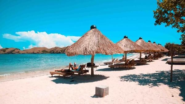 Pantai  tanjung Aan terletak di selatan Pulau Lombok