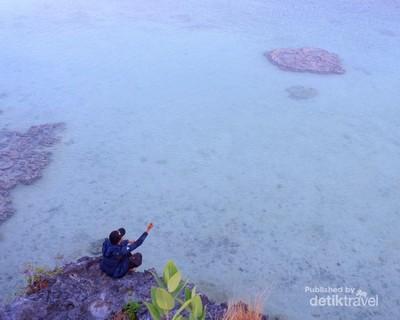Karang Alami Berbentuk Love di Pulau Rote