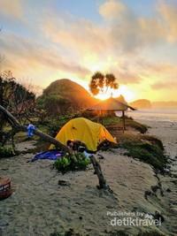 Sunrise cantik di Pantai Goa Cina