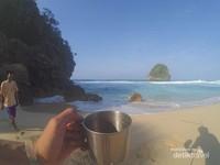 Semakin nikmat sembari menyesap kopi