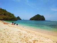 Pantai Gatra dengan pasir yang lembut