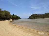 Pantai Clungup yang tenang