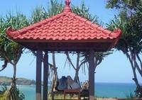 Diatas bukit indah lestari kamu bisa duduk -duduk sambil memandang keindahan pantai klayar yang sempurna. Cocok lho buat yang honeymoon