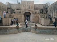 Pesanggrahan Rejawinangun atau Situs Warungboto yang dibangun pada masa kerajaan Sultan Hamengkubuwono II