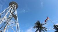 Menara suar ini dibangun sejak zaman Belanda dan masih berfungsi baik sampai saat ini