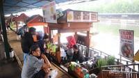 Aneka makanan khas Sunda tersedia di floating market