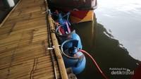 Kompor gas para pedagang di simpan di dalam air, sehingga tetap aman
