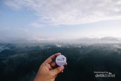 Pemandangan Dahysat Tebing Keraton di Pagi Hari