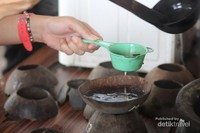 proses penyaringan kopi kawa