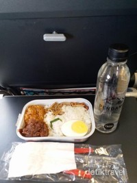 Nasi lemak kejutan dari Airasia untuk dtraveler of the month Oktober 2018