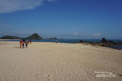 Pantai Kuta Mandalika yang Bikin Susah Move On