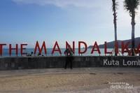 Signage di Pantai Kuta Mandalika. Jangan lupa berfoto di sini