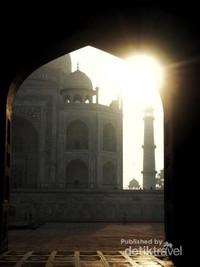 Sunrise di Taj Mahal