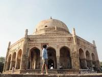 Salah satu mesjid berasitektur barat di New Delhi