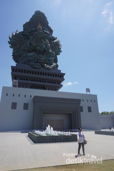 Patung Garuda Wisnu Kencana setinggi 120 Meter