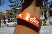 Masuk ke GWK Cultural Park harus menggunakan gelang tanda masuk ini. Bayarnya untuk turis domestik Rp 80.000 dan turis asing Rp 120.000