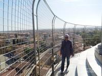 Akhirnya berada di ketinggian Menara Pisa yang miring