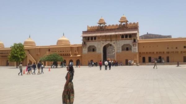 Gerbang utama dan halaman utama pertama,tempat dimana para tentara mengadakan parade kemenangan setelah pertempuran