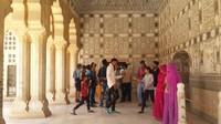 Jai Mandir atau Sheesh mahal yang artinya istana kaca,cantik
