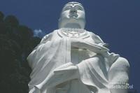 Patung Dewi Kwan Im terbesar di Indonesia