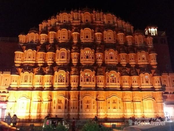 Hawa Mahal di waktu malam