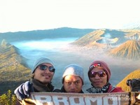 Golden sunrise di puncak Gunung Bromo