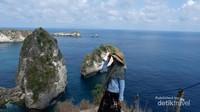 Penyematan nama Raja Lima ini karena daerah wisata sekitar Pantai Atuh ini mempunyai bukit batu seperti Raja Ampat