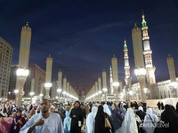 Perhatikan Menara-menara Masjid Nabawi ini, menjulang tinggi dan megah