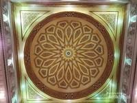 Bagian atas masjidnya bisa membuka lho