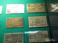 Koleksi uang kertas