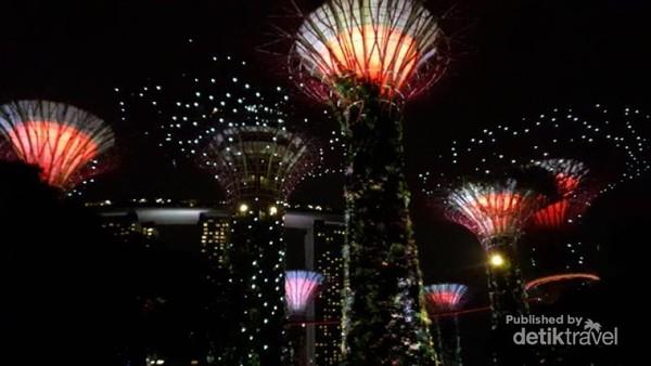 Kelima, Super Tree di Garden by The Bay, mau siang atau malam tetap cantik
