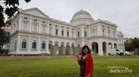 Keenam, buat yang suka ke museum saya rekomendasikan National Museum of Singapore ini
